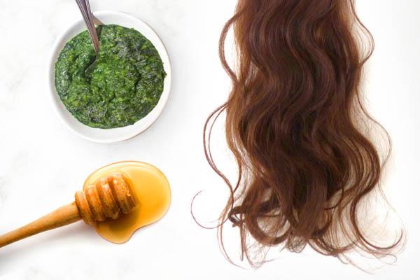 Питательная маска для укрепления волос из мёда и крапивы